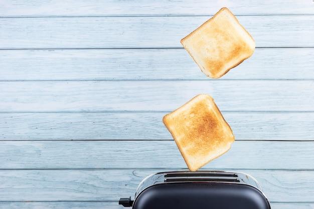 토스터에서 나오는 빵