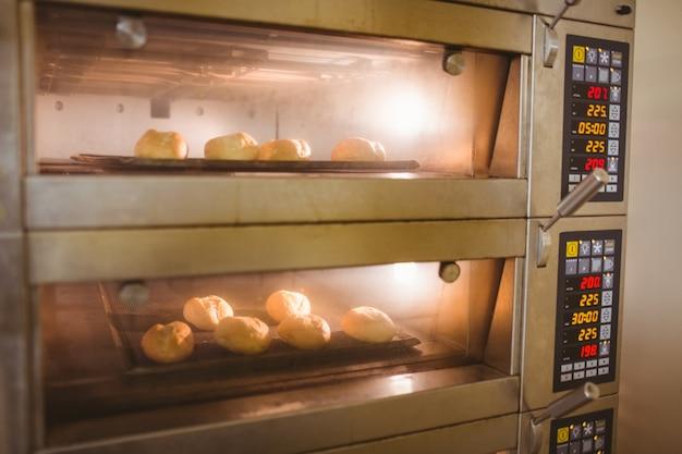 オーブンで焼くパンのロール