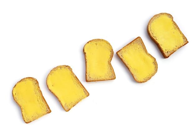 白にバターを添えたパンのスライス