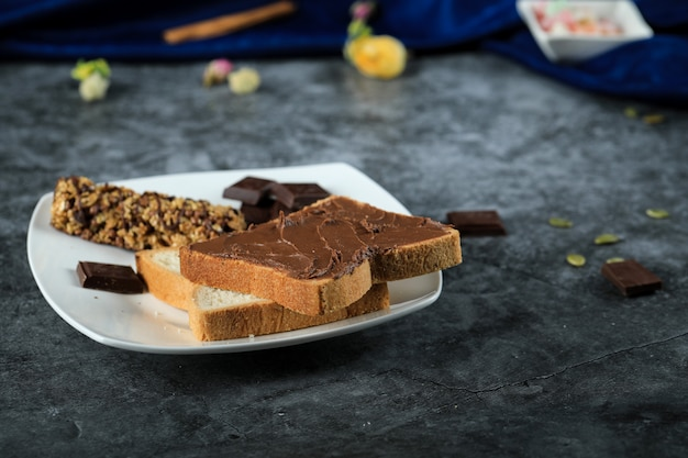Bread slices with chocolate cream