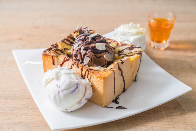 Bread toast with chocolate ice-cream
