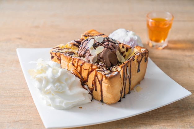 Bread toast with chocolate ice-cream
