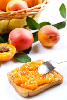 Bread with apricot jam and fresh fruit