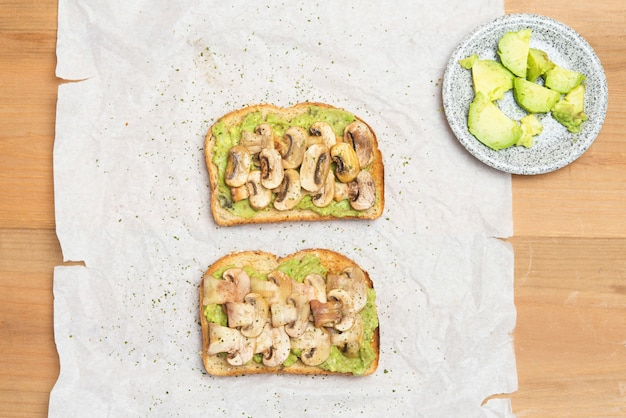 Bread with avocado and mushrooms