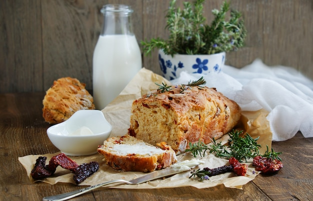 Bread with dried  tomatoes, rosemary and garlic