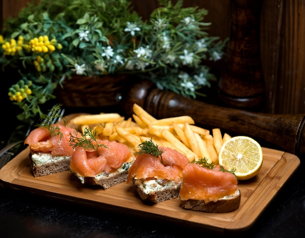 Bread with sour cream and salmon with side fries