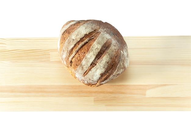 Хлеб с посевами на деревянной доске - вид сверху