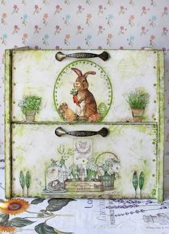 Breadbasket with rabbit pictures