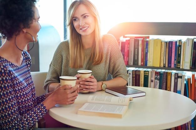Pausa per un buon caffè e un buon libro
