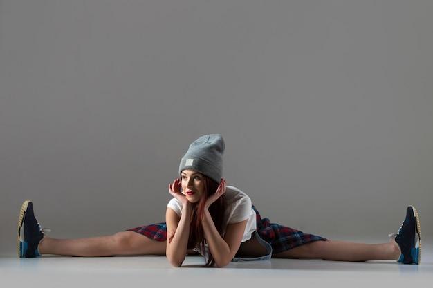 Breakdance girl in splits position