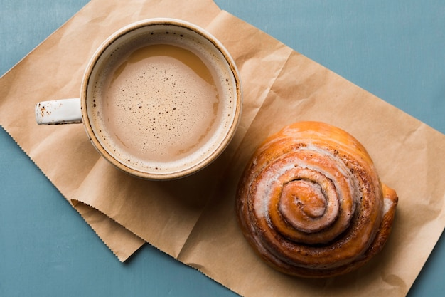 Breakfast composition with coffee and pastry
