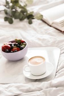 ベッドでの朝食
