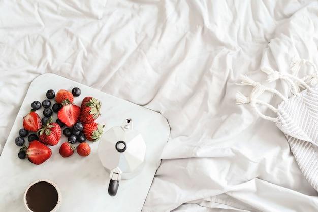 침대에서 아침 식사