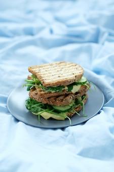 Бутерброды с завтраком на борту
