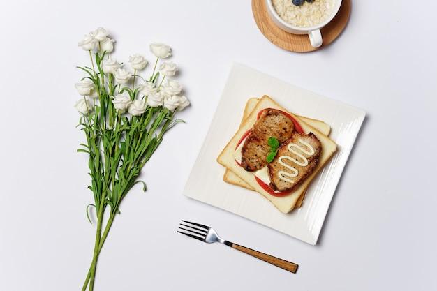 朝食サンドイッチ
