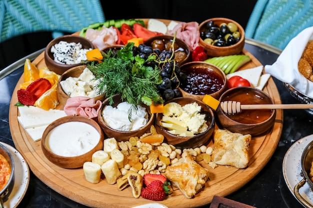 Set colazione con disposizione del cibo Foto Gratuite