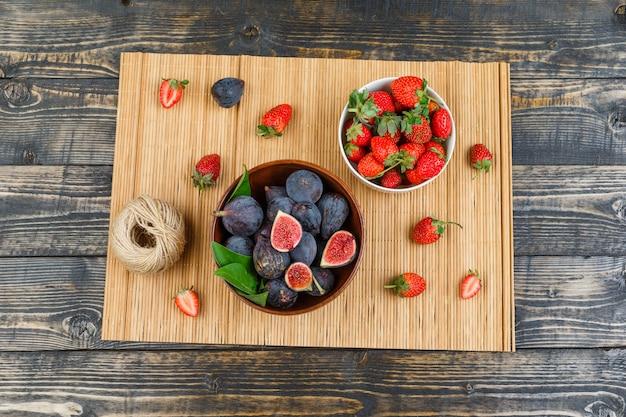 Colazione con fichi in ciotola con fragole