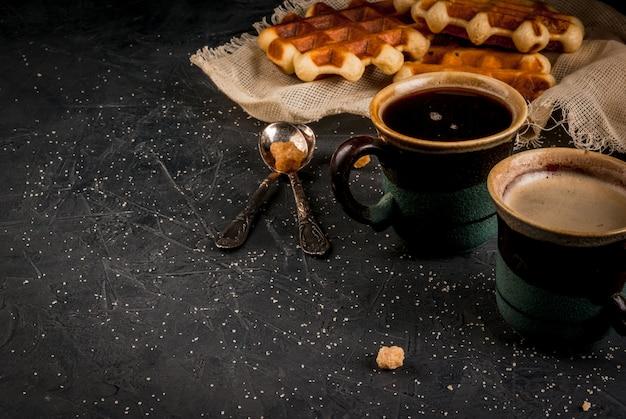 ワッフルとコーヒーの朝食
