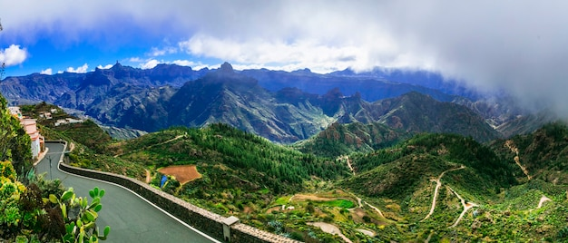 Захватывающий вид на горы острова гранд канарские острова. деревня артенара. канарские острова испании