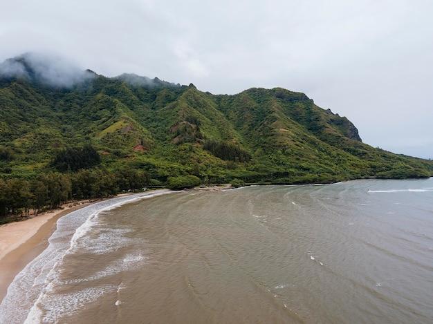 Paesaggio mozzafiato delle hawaii con il mare