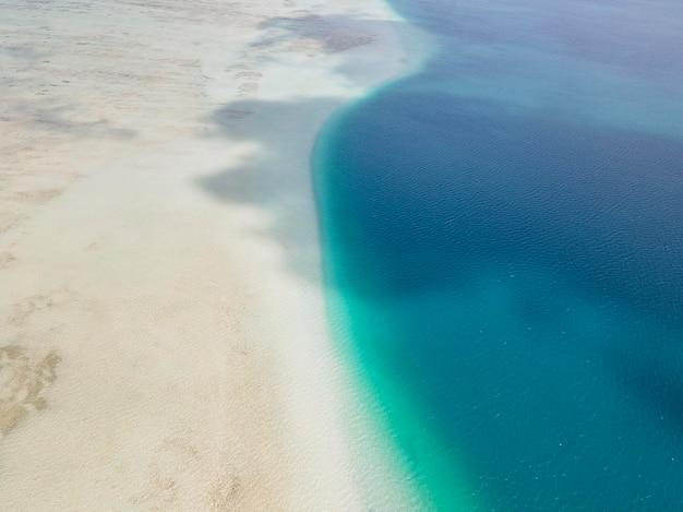 해변이 있는 숨막히는 하와이 풍경