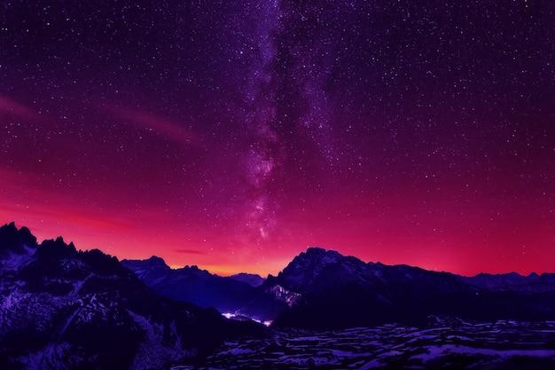 宇宙からの息を呑むような風景天の川のシーンview.jpg
