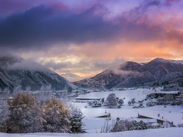 뉴질랜드 와나카 마을의 아름다운 산맥