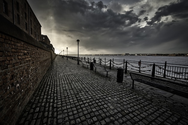 Breathtaking shot of the sidewalk near the sea in liverpool on a cloudy day