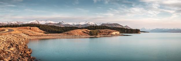 뉴질랜드의 배경에 마운트 쿡과 함께 푸 카키 호수의 숨막히는 전경