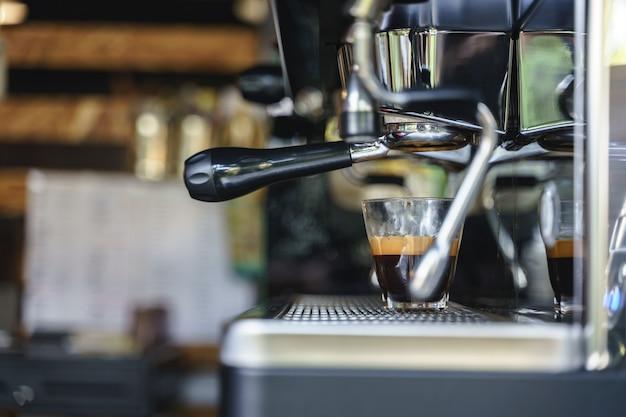 エスプレッソコーヒーを淹れる
