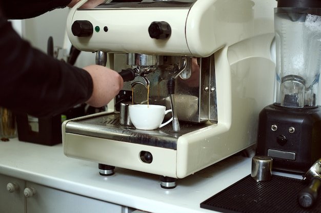 Приготовление эспрессо в паровой кофемашине