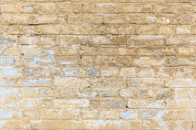 벽돌 벽 다양한 크기와 모양의 모래 색 벽돌이 있는 벽돌 벽