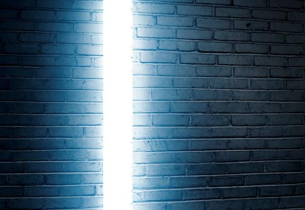 明るい背景のレンガの壁。ハロウィーンの背景