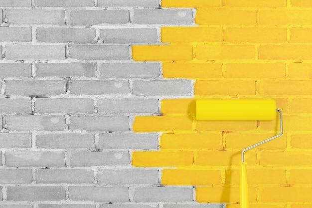 노란색 조명의 페인트 롤러가 있는 벽돌 벽 및 2021년 극단적인 근접 촬영의 궁극적인 회색 주요 최신 유행 색상. 3d 렌더링