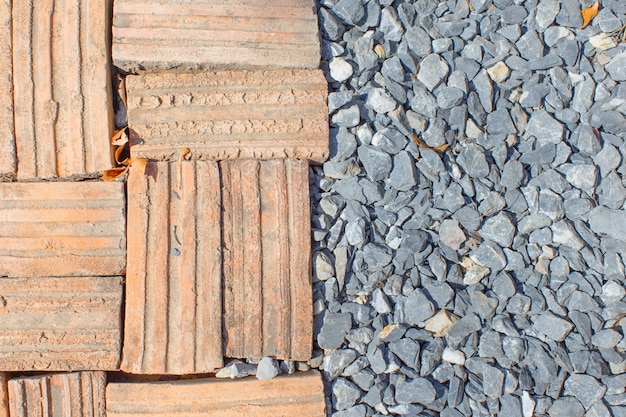 돌 바닥이 있는 벽돌