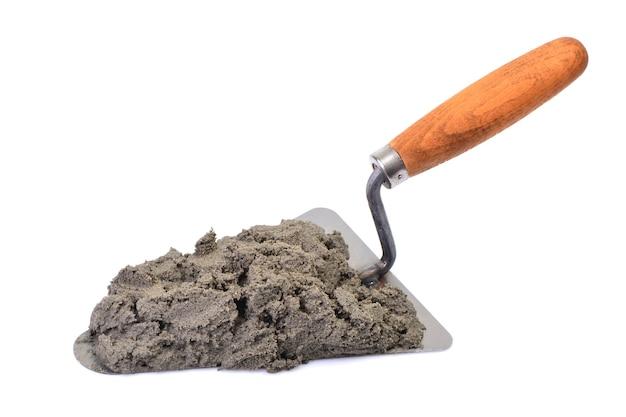 Инструмент для кирпичной кладки с цементом