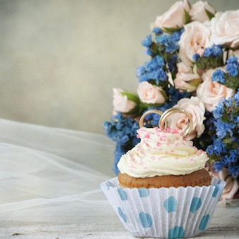 Bridal bouquet and cupcake