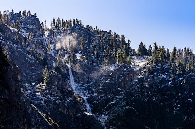 ブライダルベール滝ヨセミテ