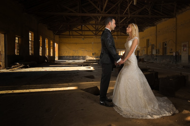 Жених и невеста свадебные фотографии