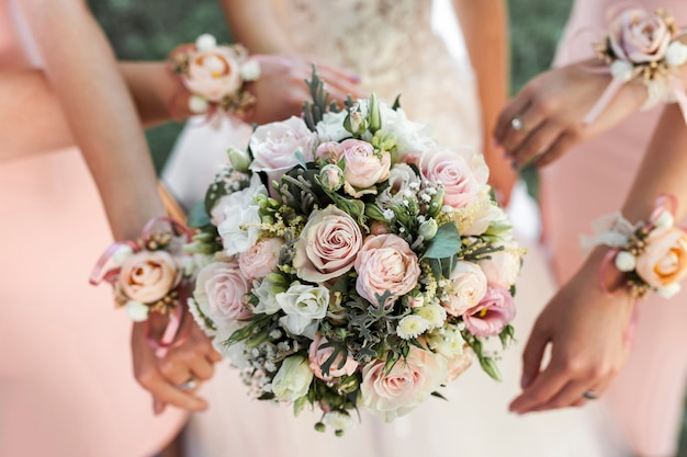 Bride and bridesmaids Premium Photo