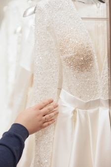 The bride chooses a wedding dress in the luxury salon