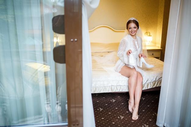 花嫁は結婚式の日に白い靴を履きます