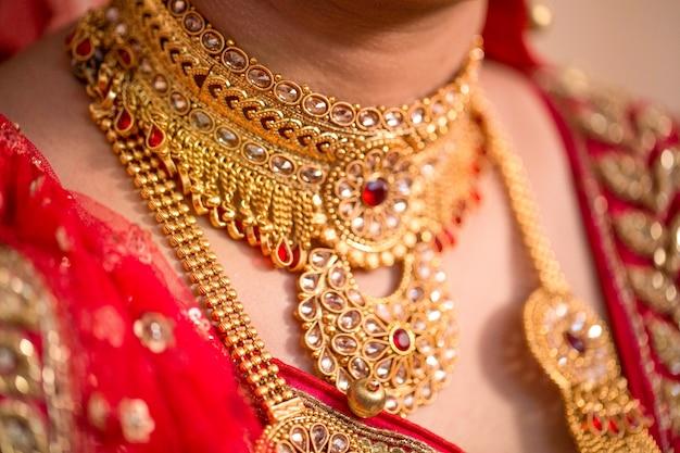 Bride's jewelery in indian wedding