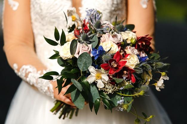 꽃 부케와 신부