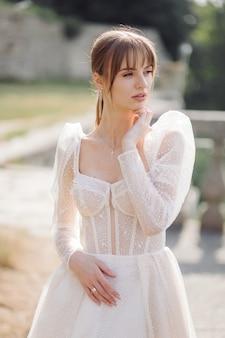白い結婚式の花嫁と花嫁