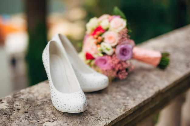 Brides shoes lie on the green grass