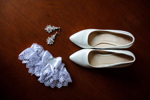 Bridesmaid shoes, garter and earrings