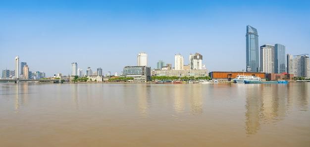 중국 닝보의 다리와 도시 스카이라인