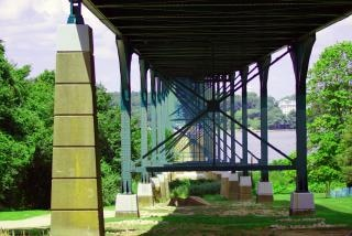 Sotto il ponte, autostrada