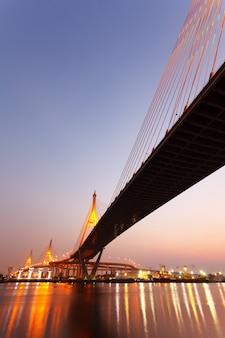 태국의 수도 방콕의 다리